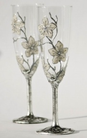 White Flower Champagne glasses via Etsy.com