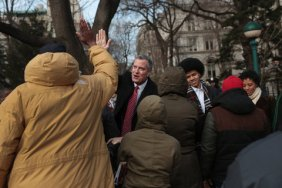 Mayor de Blasio greets supporters/Michael Appleton, NY Times